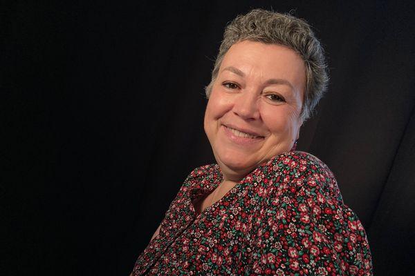 Le temps d'un atelier photo, Klara renoue avec son image après un cancer du sein.