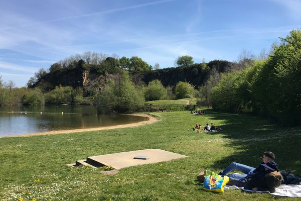 le site naturel du parc de loisirs de la Roche Ballue est située à Bouguenais