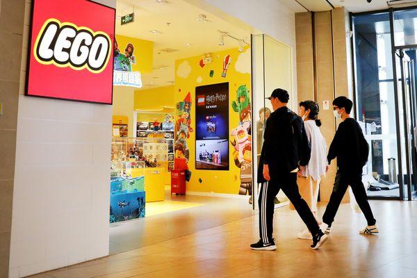 La marque Lego va faire son entrée aux Halles de Strasbourg, avec un petit retard.