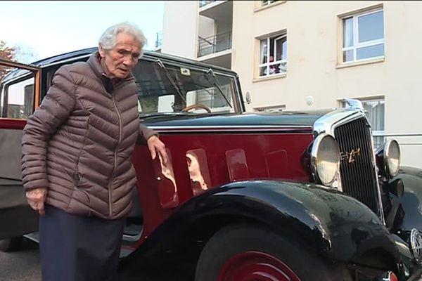 La voiture a 84 ans, une jeunesse à côté de Marie-Louise qui vient de fêter ses cent ans.