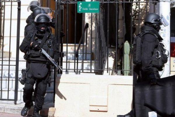Les policiers du GIPN lors de l'opération anti-terroriste à Cannes le 6 octobre 2012.