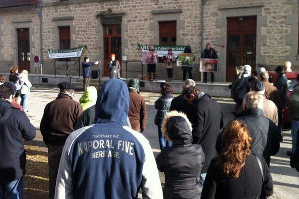 Rassemblement devant la mairie de Saint-Martial-le-Vieux en Creuse cet après-midi.
