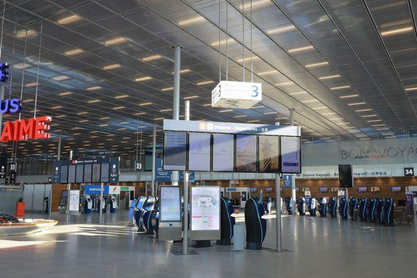 Depuis le 31 mars, les halls de l'aéroport d'Orly sont vidés de leurs voyageurs. Avec la crise sanitaire liée au coronavirus, l'aéroport n'accueille plus de passagers.
