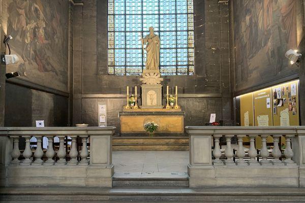 Le mémorial pour les victimes de la Covid-19 dans la chapelle Saint Paul, à l'église Saint-Sulpice (VIème arrondissement). @Elie SAIKALI / France 3 Paris Île-de-France.
