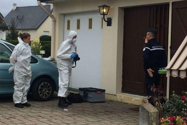 Les gendarmes de l'identification criminelle sont à la recherche d'indices