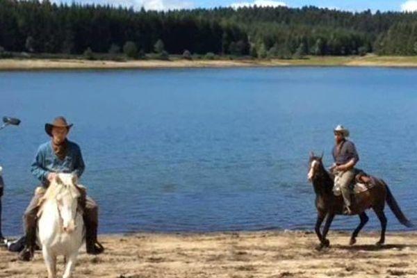"""Une scène de tournage du film """"The Porter brothers"""" tournée en août 2014 au bord du lac des Pradeaux dans la vallée de l'Ance (63) par le jeune réalisateur Wilhem Kuhn"""