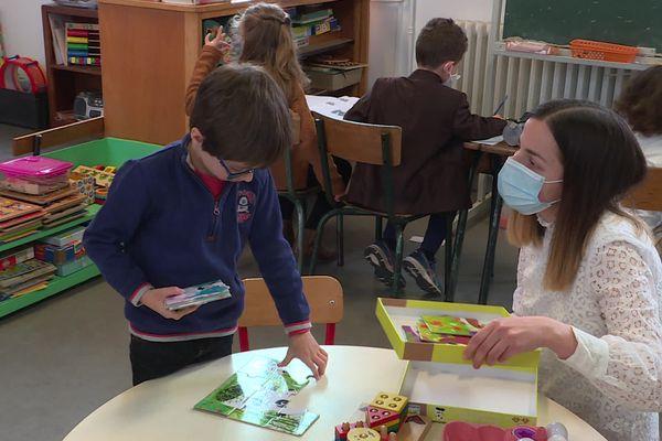 Contre l'avis du ministre de l'Education nationale, les députés de tous les bancs ont ouvert la possibilité d'un enseignement dans le public dit«immersif», c'est-à-dire effectué en langue régionale pour la plus grande partie du temps scolaire.