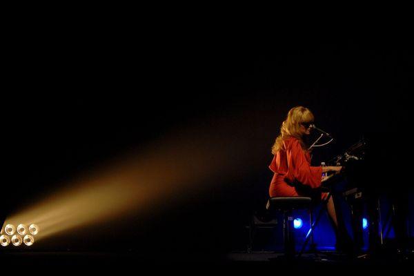 La chanteuse américaine Melody Gardot sous les feux du 20ème Festival Marseille Jazz des cinq continents, le 27 juillet 2019 au palais Longchamp.