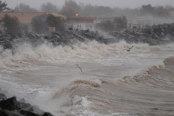 Passage de la tempête Joachim sur le littoral à La Rochelle le 16 12 2011.