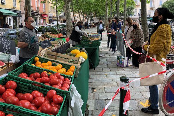 Ce samedi 16 mai, les exposants ont retrouvé la place du marché de Bastia après plusieurs semaines d'absence.