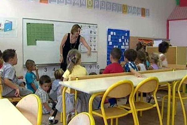 Le Crès (Hérault) - les enfants et les enseignants expérimentent la semaine de 4,5 jours depuis un an - 2 septembre 2014.