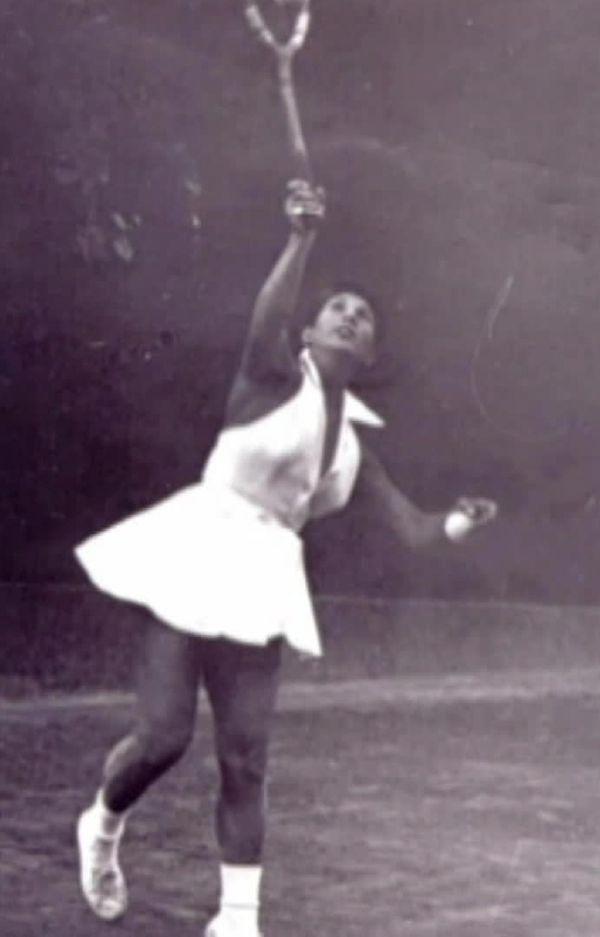 Hélène Salvetat a tenu sa première raquette à 4 ans mais c'est à 7 ans qu'elle a vraiment commencé à jouer.