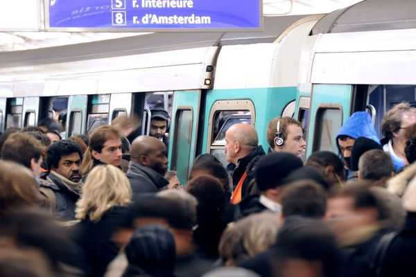 La ligne 13 est empruntée par 600 000 voyageurs, chaque jour, en moyenne (illustration).