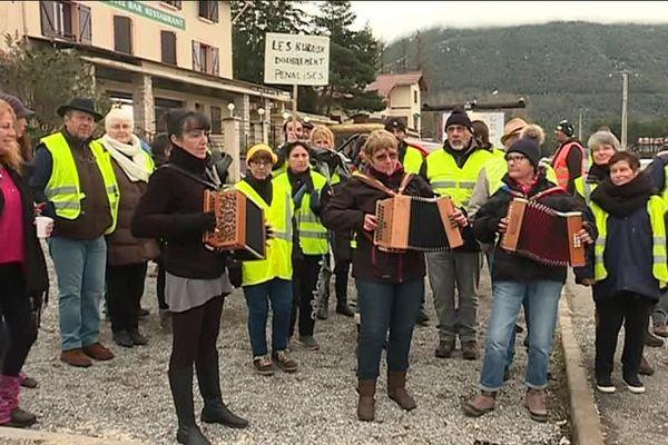 """""""Gilets jaunes"""" manifestation dimanche 2 décembre à Séranon pour faire entendre la voix des citoyens ruraux."""
