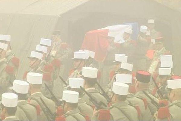 Les légionnaires du 2ème Régiment étranger de génie en deuil.