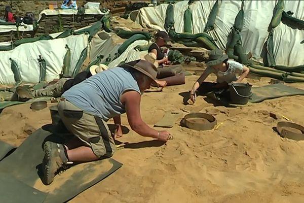 Depuis 2012, Dominique cliquet et son équipe de la Drac Normandie travaillent sur les empreintes mais le site, lui-même a été découvert en 1967 avec l'érosion de la dune