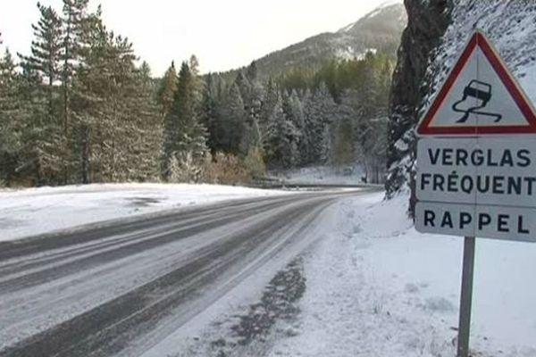 La neige et le gel ont surpris les automobilistes