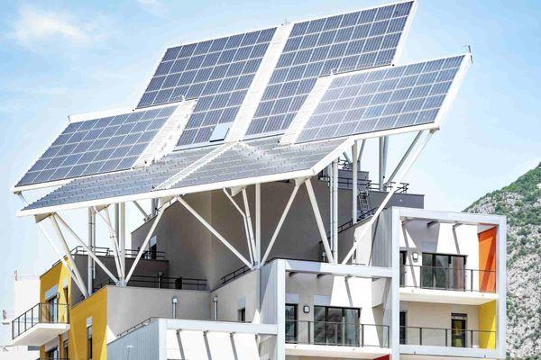 Les panneaux solaires d'un des deux immeubles de la résidence ABC à Grenoble