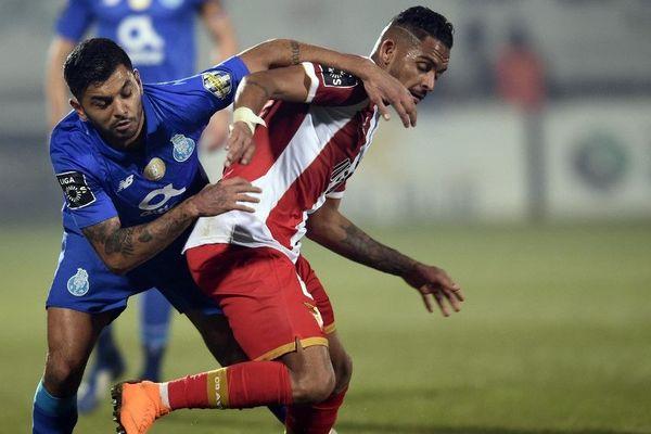 Vitor Costa (à droite) évoluait cette saison au Portugal, sous les couleurs d'Aves.
