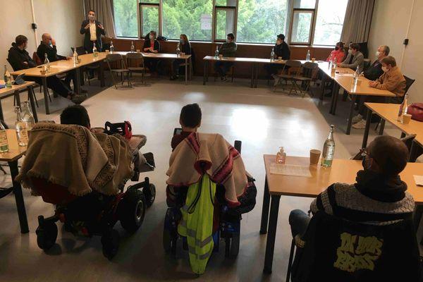 Un comité citoyen sur la gestion de la crise du Covid-19 s'est réuni pour la première fois à Grenoble samedi 7 novembre.