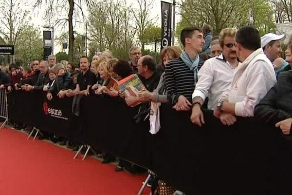 Le tapis rouge à Beaune, et les spectateurs, à l'affût des stars (archives)