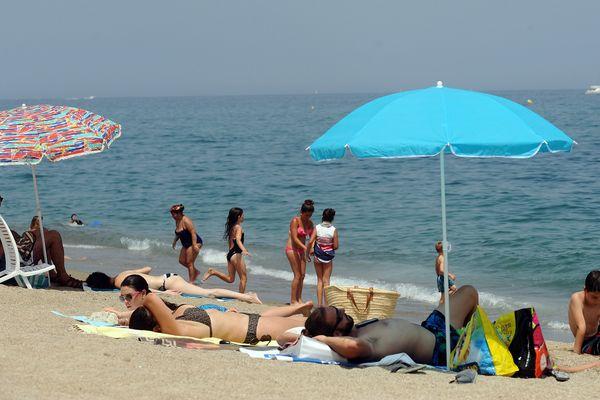 Rien de mieux qu'un parasol pour se protéger du soleil (Archives)
