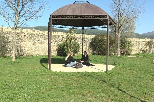 A Privas (Ardèche), trois espaces publics extérieurs sont désormais non fumeurs.