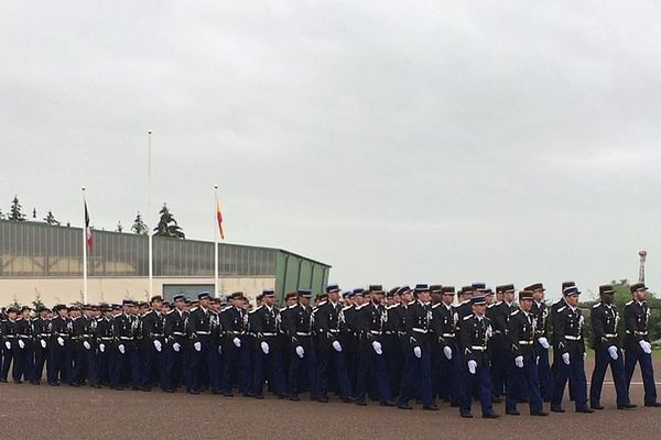 La 15e promotion de l'école de gendarmerie de Dijon a reçu le nom d'Alain Nicolas, un gendarme au GIGN tué en 2016 lors d'une intervention au domicile d'un forcené à Gassin, dans le Var.