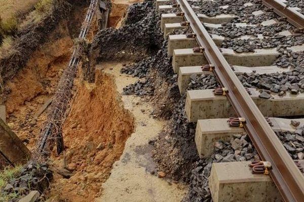 Suite aux fortes intempéries qui se sont produites mercredi 23 octobre dans l'Hérault, de nombreux dégâts ont frappéle réseau ferré.