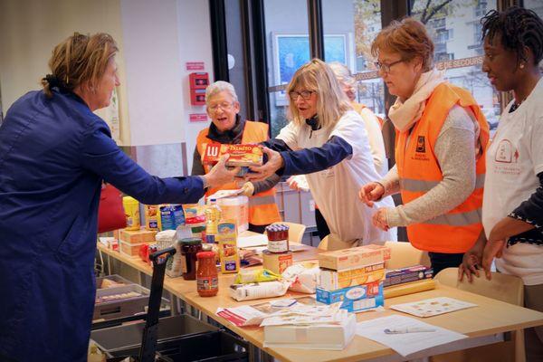 Cette année encore les bénévoles collecteront les dons des particuliers les 27, 28 et 29 novembre dans les supermarchés.