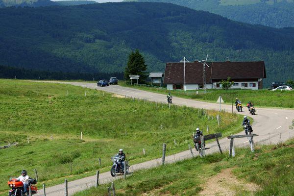 La route des crêtes du massif vosgien est une balade très prisée par les motards en période estivale.