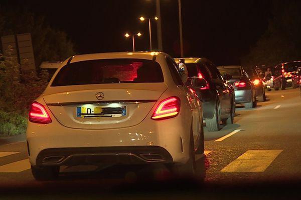 Les individus se sont déplacés en cortège de véhicules toute la soirée