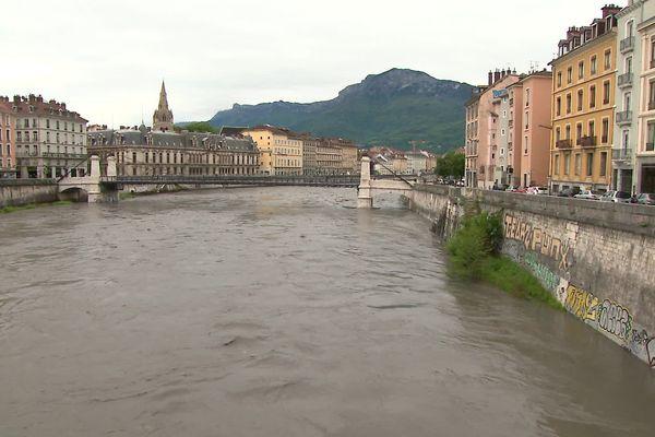 L'Isère est en crue ce dimanche après plusieurs jours de pluies abondantes.