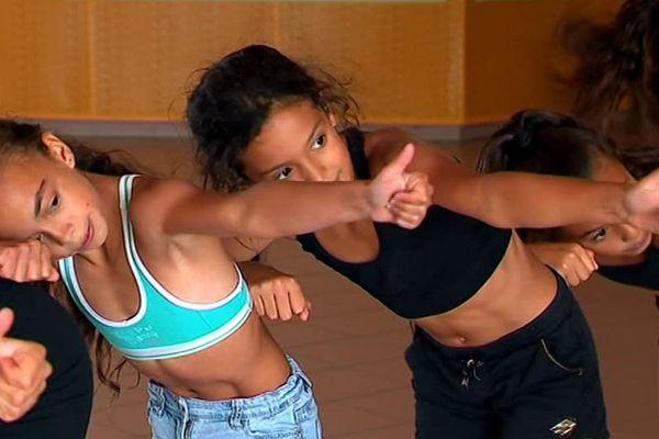 Des jeunes danseuses de Bagnols-sur-Cèze, âgées de moins de 14 ans vont participer aux championnats du monde de hip-hop à Glasgow - août 2018