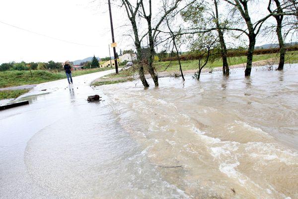 La rivière Ardèche en crue après les pluies (images ARCHIVES ...)