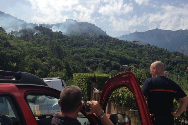 L'incendie s'est déclaré à 15h, vendredi 22 juillet, à la sortie de Corte.