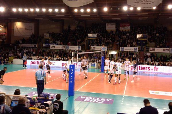 A la salle Lawson-Body, le Stade Poitevin a été battu par Tours (0-3).