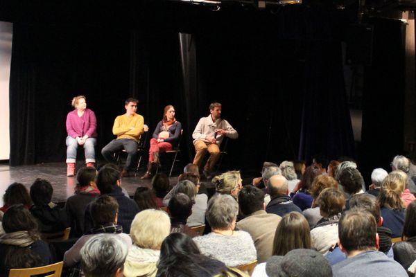 Les acteurs du théâtre forum font interagir les spectateurs lors d'une animation précédente de Colibris Nancy