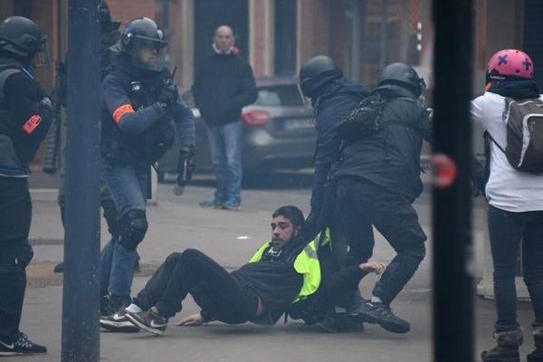Interpellation d'un gilet jaune à Toulouse le 26 janvier