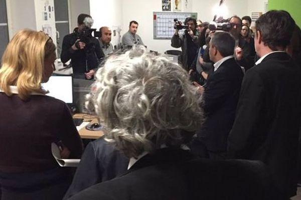 Xavier Bertrand inaugure devant les caméras son premier dispositif de lutte contre le chômage.