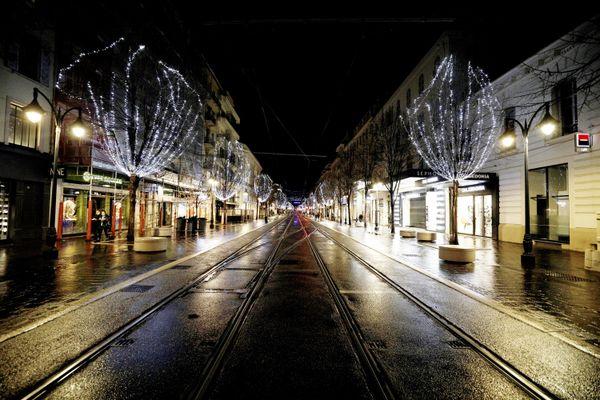 Les rues désertes dès 18h00, c'est la règle pour la plupart des départements de Bourgogne-Franche-Comté à partir du samedi 2 janvier 2021.