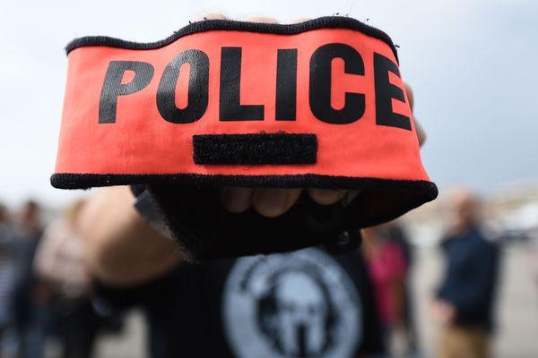 150 policiers et élus se sont rassemblés jeudi soir devant le direction départementale de la sécurité publique de Seine-et-Marne, à Melun