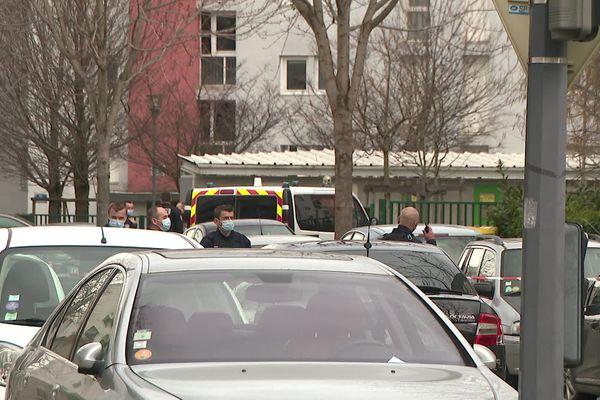 La victime a été retrouvée égorgée,  rue Georges-de-Manteyer dans le quartier Teisseire ( Mardi 22 février 2021)