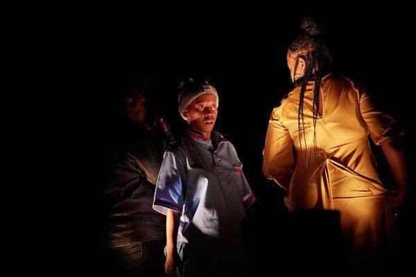 « Not another Diva » par Hlengiwe Lushaba et Faustin Linyekula