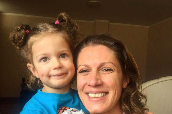 Tessy a retrouvé sa maman à Quito en Equateur aprés 8 mois