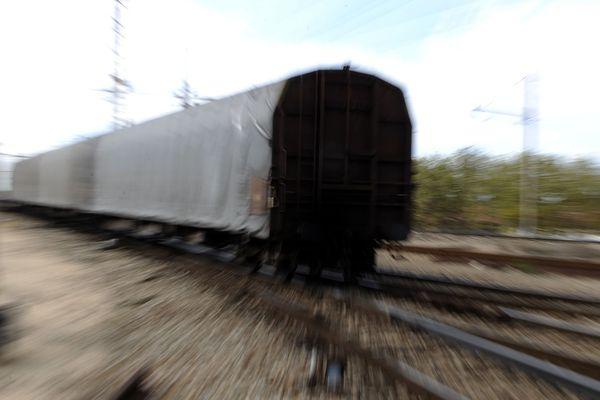 Vue prise le 22 septembre 2009 d'une wagon de Fret de la SNCF dans la gare de triage de Miramas (Bouches-du-Rhône).