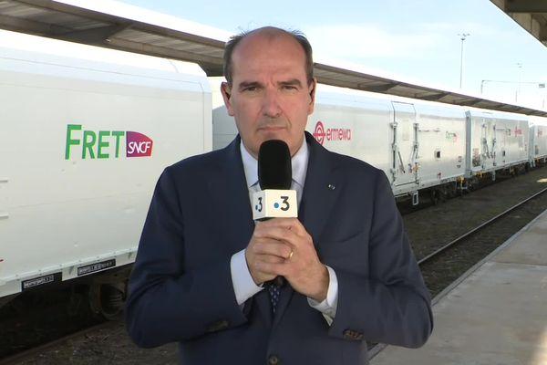 Le Premier ministre Jean Castex répond aux questions de Florent Hertmann, journaliste à France 3 Occitanie, lors de l'inauguration du nouveau train Perpignan-Rungis. Perpignan (Pyrénées-Orientales) - Vendredi 22 octobre 2021.