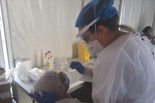 Le test PCR ne dure que quelques minutes. Il est fiable à plus de 70%.