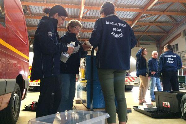 Les bénévoles de l'association PICA à Saint-Agathon (22) en pleine préparation de leur mission de secours à Saint-Martin