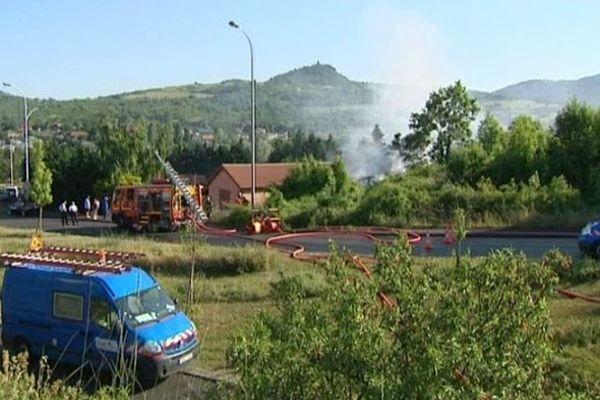 L'incendie s'est déclaré peu avant dix-huit heures à Beaumont (63). Les pompiers l'ont maîtrisé en une trentaine de minutes.